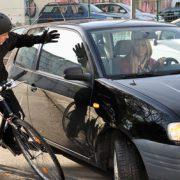 Autofahrerin gefährdet Radfahrer