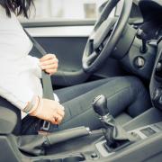sitzhaltung autofahren