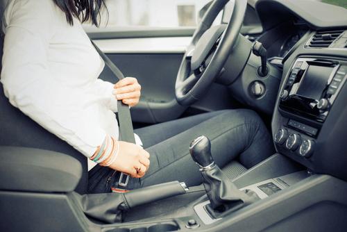 richtige sitzhaltung beim autofahren unfallhelden. Black Bedroom Furniture Sets. Home Design Ideas